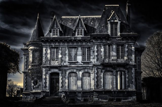 Best Haunted Houses in Boston