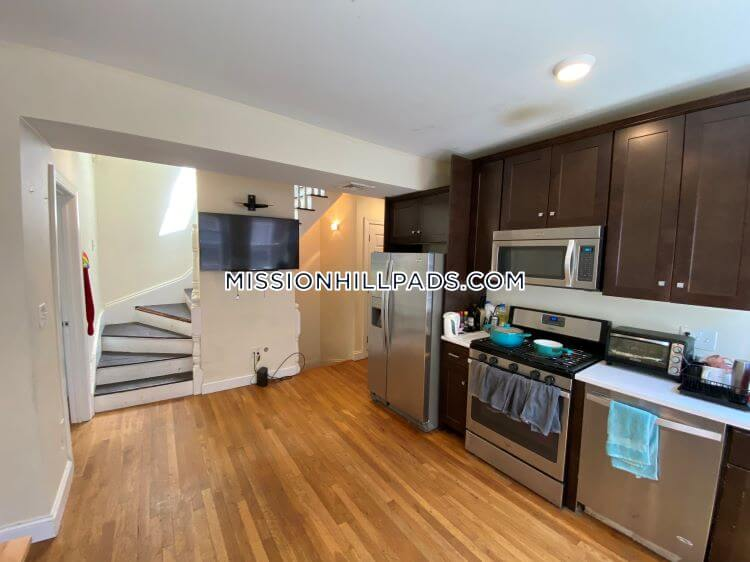 Mission Hill 4 Bedroom with a Deck
